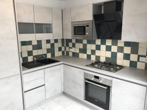 neue Küche komplett eingerichtet
