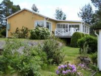 Das gelbe Haus - nur 50 m zum Wasser mit eigenem Bootsteg am Stadtrand der Sommerstadt Västervik.