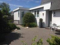 Ferienhaus im Park Schoneveld: Wohn- + Esszimmmer, Küche, 3 Schlafz., 2 Bäder,  Garten, 2 Terrassen,