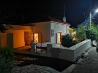 Ferienhaus am am Golf von Korinth: 2 Schlafzimmer, Wohnzimmer, Bad, Terrassenlandschaft, Pergola.