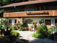 Ferienwohnung in Harthub im malerischen Chiemgau – ein Blumen-Paradies ganz für Sie alleine