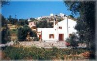 Comfortable holiday home on Crete for max. 8 people, close to the sea. Dogs are welcome.