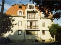 Die Villa ist ein Wohn- und Ferienhaus mit 2- und 3- Zimmer-Appartements in Ahtopol, Bulgarien.