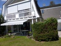 Das sonnige Ferienhaus nah am vom Ammersee mit Terrasse und Balkon bietet viel Komfort.