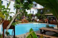 Kuschelige Studios für Zwei mit Balkon oder Terrasse zum herrlichen Garten mit Pool