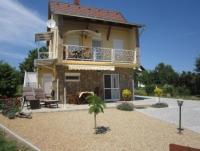 Die Ferienwohnung Nähe Balaton mit sonniger Terrasse und Balkon ist ideal für 2 Personen (evtl. 3)