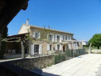 Das grosszügige Ferienhaus mit Pool  und Terrassen und 6 Schlafzimmer bietet Platz fürr 12 Personen