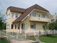 In Balatonboglár, Ferienhaus, 2 Apartements / 2 x 5-6-7-8-9 Pers. / - von Eigentümer zu vermieten.