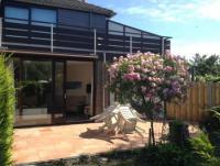 Das Ferienhaus nahe Renesse mit sonniger Terrasse und 2 Schlafzimmern bietet Platz für 4 Personen