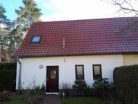 Das Ferienhaus mit eigener Terrasse bietet Platz für 4 Personen