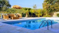 Unser Ferienhaus mit eigenem Pool und 4 Schlafzimmern bietet Platz für 4 bis 8 Personen!